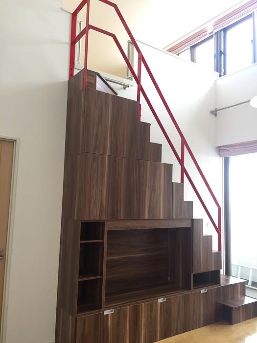 木目調のロフト階段