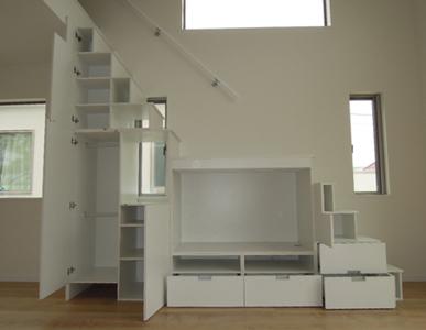 大型テレビ用のロフト階段